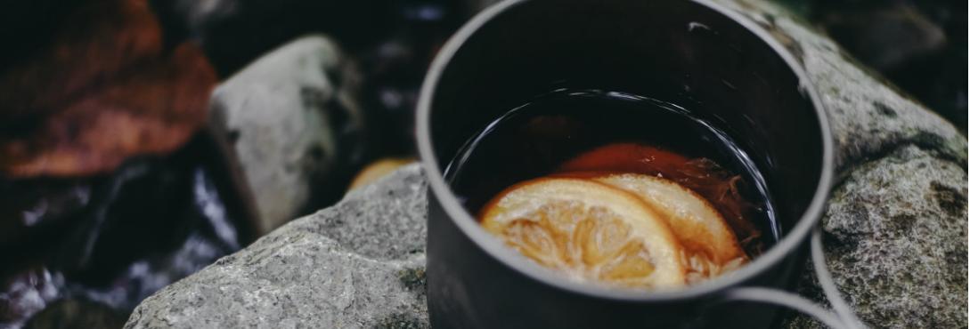 Schwarzer Tee mit Zitrone